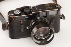 with rare black Wetzlar Summicron Leica Camera, Camera Art, Rangefinder Camera, Leica M, Digital Camera, Leica Photography, Photography Camera, Antique Cameras, Vintage Cameras