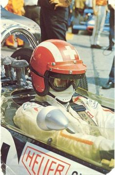 🇨🇭 Jo Siffert, Great and popular champion; proud of his Swiss nationality. Died in combat at Brands Hatch on October Vintage Race Car, Vintage Bikes, Le Mans, Grand Prix, Bobber, Jochen Rindt, Harley Davidson, Porsche, Vintage Helmet