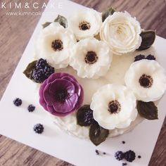 """When people say ""Quite common buttercream flower Anemone is made by 'KIM&CAKE Real Anemone Style' "", that makes me really proud and happy I'm trying to…"""
