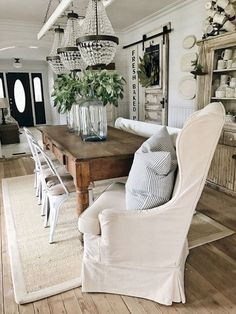 Beautiful french country dining room ideas You are in the right place about farmhouse dining wh French Country Dining Room, Farmhouse Dining Room Table, Dining Room Table Decor, Dining Room Walls, Dining Room Design, Living Room Kitchen, Dining Room Furniture, Furniture Ideas, Ikea Dining