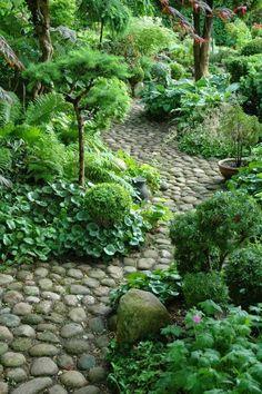 garten // garden Design 111 garden paths Examples - 7 great materials for the floor in the garden! Garden Types, Garden Paths, Walkway Garden, Rock Pathway, Back Gardens, Outdoor Gardens, Small Gardens, Amazing Gardens, Beautiful Gardens