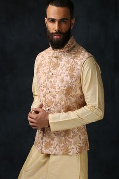 Nehru Jacket – 4 Ways To Wear Nehru Jacket Like A Pro You are in the right place about Groom Outfit burgundy Here we offer you the most beautiful pictures about the Groom Outfit alternative you are lo Mens Indian Wear, Mens Ethnic Wear, Indian Groom Wear, Indian Men Fashion, Men's Fashion, Engagement Dress For Groom, Wedding Outfits For Groom, Engagement Dresses, Indian Engagement