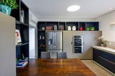 Navegue por fotos de Cozinhas modernas: Casa MCS. Veja fotos com as melhores ideias e inspirações para criar uma casa perfeita.