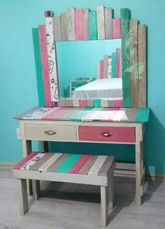 Chest of Drawers from Wooden Pallets - Woodworking Finest recycled pallets wooden vanity Wooden Pallet Projects, Wooden Pallet Furniture, Pallet Crafts, Diy Furniture, Pallet Bench, Pallet Ideas, Furniture Plans, Pallet Seating, Furniture Outlet