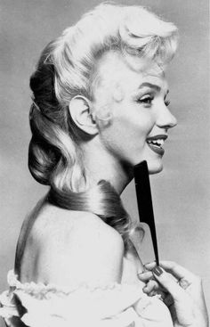 Marilyn Monroe in a hair test for River Of No Return, 1953 <3