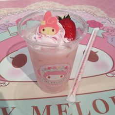 Find images and videos about pink, sweet and kawaii on We Heart It - the app to get lost in what you love. Cute Snacks, Cute Desserts, Baby Pink Aesthetic, Aesthetic Food, Kawaii Dessert, Hello Kitty Items, Japanese Aesthetic, Cafe Food, Japanese Food