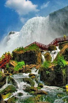 Side view of Niagara Falls.I've been to Niagara Falls at least five times, and never have I ever seen it from this perspective. Wonderful Places, Great Places, Places To See, Beautiful Places, Amazing Places, Amazing Things, Dream Vacations, Vacation Spots, Vacation Travel