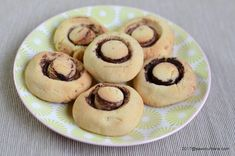 Non Plus Ultra reteta veche de fursecuri cu bezea | Savori Urbane Non Plus Ultra, Biscotti Recipe, Cake Cookies, Gem, Biscuits, Muffin, Food And Drink, Breakfast, Desserts