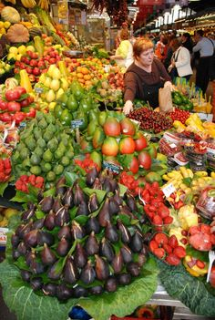 Mountain of Figs - Las Ramblas Market, Barcelona, Spain Love this market. So many colours and everything is fresh and #local