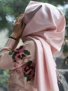Hijab Dp, Mode Hijab, Birth Photos, Hijabi Girl, Muslim Girls, Beautiful Hijab, Pashmina Scarf, Girl Photography Poses, Hijab Fashion
