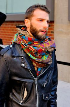 leather jacket and scarf - men's fashion style Fashion Moda, Look Fashion, Looks Style, Style Me, Mens Scarf Fashion, Men Scarf, Fashion Boots, Womens Fashion, Moda Formal