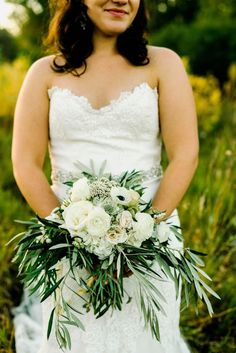 Green and ivory wedding bouquet | Autumn Cutaia Photography