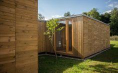 #Solidez, proporcionada por los bastidores estructurales tanto en fachada como divisiones interiores. #Addomo #madera #arquitectura #diseno #modular addomo.es