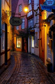 Side Roads to Travel: Schnoor quarter by night, Bremen / Germany (by Sven Brandes). Places Around The World, Travel Around The World, Around The Worlds, Bremen Schnoor, Places To Travel, Places To See, Wonderful Places, Beautiful Places, Bremen Germany