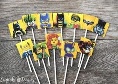 Lego Batman Cupcakes are the perfect dessert for a Lego Batman Movie birthday party! Get the FREE printable toppers to pop right on top of the cupcakes. Lego Batman Birthday, Lego Batman Party, Disney Cars Birthday, Lego Birthday Party, Superhero Party, Boy Birthday Parties, Third Birthday, Batman Cupcakes, Superhero Cupcake Toppers
