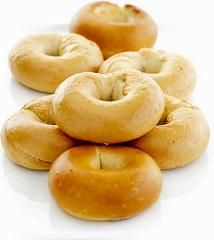 You will need: 4 cups All Purpose Flour (divided, plus more for kneading) 1 cups warm water degrees) 2 ounce) pkgs o. How To Make Bagels, Plain Bagel, New York Bagel, Freshly Baked, Cinnamon Rolls, Bread Recipes, Breakfast Recipes, Frozen, Banana