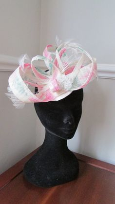 Ivory and Pink Fascinator by HatCoutureDesigns on Etsy Pink Fascinator, Headpieces, Captain Hat, Ivory, Trending Outfits, Unique Jewelry, Handmade Gifts, Hats, Wedding