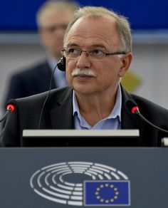 Διάλογος Δημήτρη Παπαδημούλη και Μάριο Ντράγκι στην Επιτροπή ΕCON του Ευρωκοινοβουλίου, αναφορικά με τις τελευταίες εκτιμήσεις της ΕΚΤ για την πορεία της ελληνικής οικονομίας και την ολοκλήρωση της…
