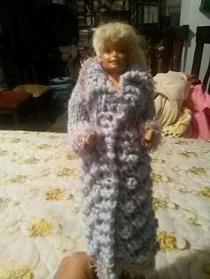 Abrigo morado de muñeca barbie informacion:                                           celular: 593-0987046926                  gmail: cmantilla7986@gmail.com