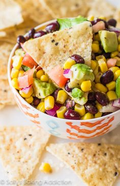 Here is my new favorite snack! Everyone loves this fiesta corn & avocado salsa. There is never any leftover! (+ jalapeno, - cilantro for me! Salsa Salad, Salad Bar, Avocado Salad, Cucumber, Healthy Snacks, Healthy Recipes, Healthy Eating, Vegan Lunches, Clean Eating