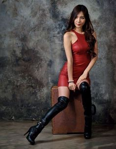 Boots Are Divine — matching dress and boots. Sexy Outfits, Sexy Stiefel, Leder Boots, Chica Cool, Leder Outfits, Sexy Boots, Sexy High Heels, Thigh High Boots, Knee Boots