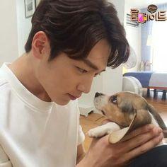 SBS Roommate   Cucumber eye to eye contact with flower boy Kang Joon.♥