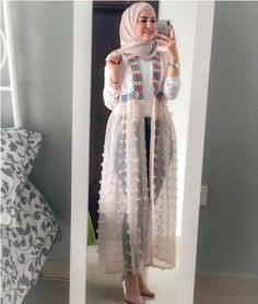 Open dress with jeans hijab style Tesettür Jean Modelleri 2020 Abaya Fashion, Muslim Fashion, Modest Fashion, Fashion Dresses, Fashion Muslimah, Islamic Fashion, Hijab Dress, Hijab Outfit, Swag Dress
