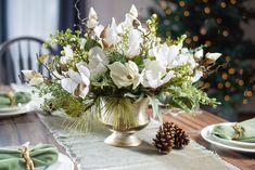 Pinecone Centerpiece, Magnolia Centerpiece, White Floral Centerpieces, Winter Wedding Flowers, Winter Wedding Centerpieces, Christmas Centerpieces, Xmas Decorations, Winter Floral Arrangements, Christmas Flower Arrangements