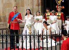 Royal Wedding kiss: Prince William & Kate Middleton drive away in a vintage Aston Martin Royal Brides, Royal Weddings, Duchess Kate, Duchess Of Cambridge, Royal Wedding 2011, William Kate Wedding, Principe William Y Kate, Princesse Kate Middleton, Kate Middleton Wedding