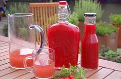 Keverj egyszerűen és gyorsanzamatos szamócaszörpöt! Ketchup, Hot Sauce Bottles, Smoothies, Spices, Canning, Drinks, Food, Syrup, Drinking