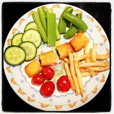Easy Toddler Food - fish fingers, chips and salad