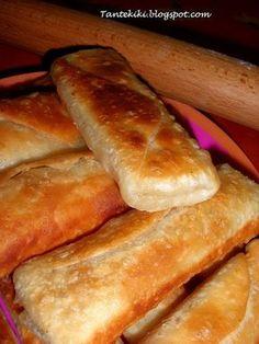 Νόστιμα φακελάκια, απλά, εύκολα, γρήγορα, που μικροί και μεγάλοι θα τα λατρέψουν μιας και είναι ένα πολύ νόστιμο κολατσιό αλλά μ... Greek Pastries, Greek Appetizers, Filo Pastry, Cheese Pies, Mini Cheesecakes, Greek Recipes, No Cook Meals, Hot Dog Buns, Finger Foods