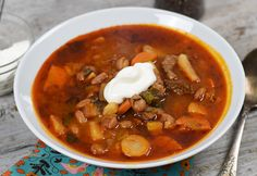 14 fenséges gulyásleves akár már bográcsban is Goulash Soup, Stew, National Dish, Hungarian Recipes, No Cook Meals, Chili, Salsa, Side Dishes, Cooking Recipes
