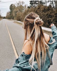 Cute and Easy Long Hairstyles for School coolest hairs color trends in - New Hair Easy Hairstyles For Long Hair, Pretty Hairstyles, Summer Hairstyles, Curly Haircuts, Hairstyles Tumblr, Hairstyles For Dances, Simple Hairstyles For School, Long Messy Hair, Hairstyle Pics