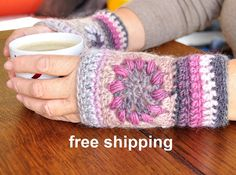 Mitts in wool chrocheted style granny fingerless by lamainlefil