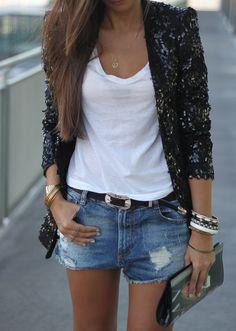 Blazer & Shorts: Zara (Summer 13)  T-Shirt & belt: Zara (AW 12-13)  Clutch: Jordi Labanda (Old)  Sandals: Zara (Summer 13)  Ring: Bershka (Summer 13)  Necklace & bracelets: Local shop (Old)