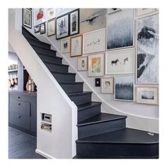 Beautiful gallery wall in the hallway and dark painted stairs. Beautiful gallery wall in the hallway and dark painted stairs. Stair Art, Stair Walls, Carpet Stairs, Stair Wall Decor, Entryway Decor, Office Decor, Gallery Wall Staircase, Staircase Design, Gallery Walls