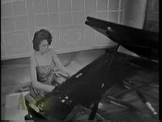 """CONSUELO """"CHELA"""" VELAZQUEZ de Mexico interpreta la bellisima melodia BESAME MUCHO de su propia inspiracion. Este tema ha dado la vuelta al mundo en todos los..."""