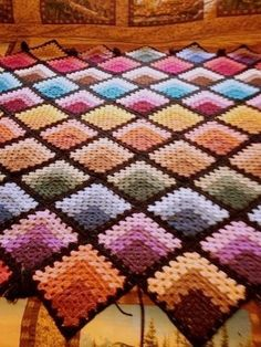 Granny square afghan My Mom made one of these in the pattern still pretty today!Could also use this setup for a quilt A tutorial on how to make a basic granny square with loads of photos designed for absolute Crochet Bedspread Pattern, Crochet Quilt, Crochet Blocks, Granny Square Crochet Pattern, Afghan Crochet Patterns, Crochet Squares, Crochet Granny, Knit Or Crochet, Knitting Patterns