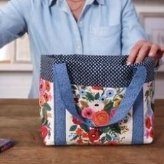 Sacs Tote Bags, Diy Tote Bag, Sew A Bag, Diy Pouch Bag, Small Sewing Projects, Sewing Projects For Beginners, No Sew Projects, Patchwork Bags, Quilted Bag