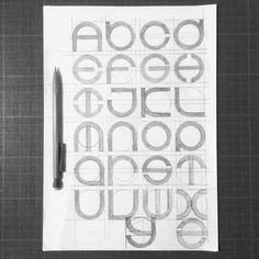 "Gefällt 702 Mal, 6 Kommentare - Matthieu Tarrin (@tarwane) auf Instagram: ""Searching... ✍️ #typography #typographie #type #typo #alphabet #fromatoz #dailytype #typeoftheday…"" Abc Font, Font Art, Hand Lettering Fonts, Doodle Lettering, Lettering Design, Fancy Fonts, Cool Fonts, Calligraphy Letters, Typography Letters"