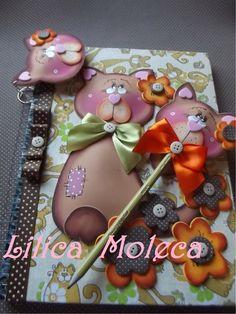 ESTE GATINHO FOFO EM E.V.A. FOI FEITO PELA LILIAN MARSON   Molde de gatinhos em E.V.A. para decorar cadernos, caneta, lápis e fazer chave...