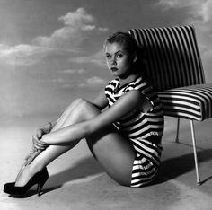 Elizabeth Montgomery.  Gorgeous.