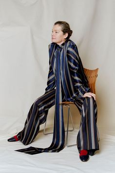 The complete Roksanda Pre-Fall 2018 fashion show now on Vogue Runway. Unique Fashion, New Fashion, Fashion News, Womens Fashion, Fashion Design, Fashion Trends, High Fashion, Fashion Inspiration, Autumn Fashion 2018