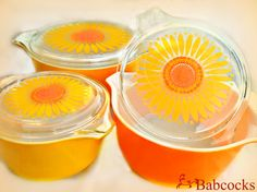 Daisy Pyrex .... Got this set as a wedding gift in 1972....... Still use it all the time!