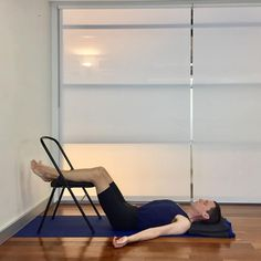 How can Iyengar yoga help to reduce lower back pain? This post shows yoga poses that help to address the link between tight hamstrings and lower back pain. Yoga For Back Pain, Low Back Pain, Yoga Iyengar, Yoga Style, Tight Hamstrings, Easy Yoga Poses, Chair Yoga, Yoga Positions, Relaxing Yoga