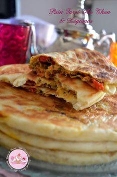 Pain turc aux legumes et thon!!!                              … Morrocan Food, Ramadan Recipes, Arabic Food, Turkish Recipes, International Recipes, Street Food, Chicken Recipes, Food Porn, Brunch