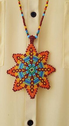 colores invernales huichol Beaded Flowers Patterns, Native Beading Patterns, Native Beadwork, Beaded Bracelet Patterns, Seed Bead Bracelets, Seed Bead Earrings, Beaded Earrings, African Beads Necklace, Valentines Jewelry