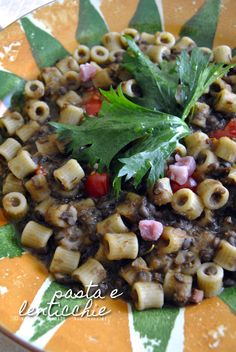 Una #pasta e #lenticchie ricca di sapori. Bella azzeccat azzeccat, alla napoletana! La #ricetta la trovate su [http://noodloves.it/pasta-e-lenticchie/]