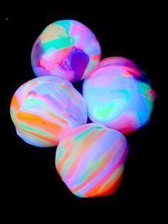 balles rebondissantes et phosphorescentes faites maison :-)